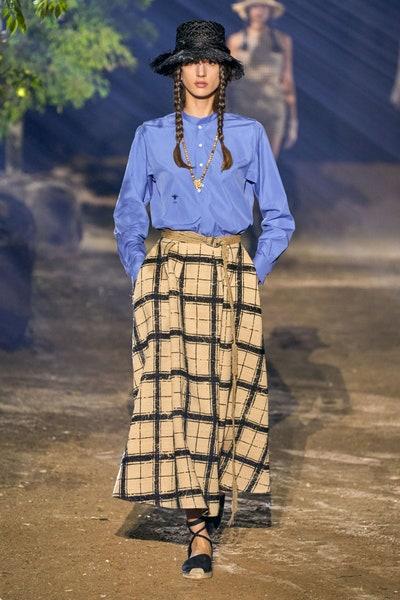 تنورة طويلة بطبعات الكارو من كريستيان ديور Christian Dior