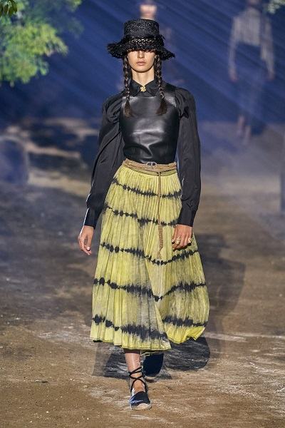 تنورة طويلة من كريستيان ديور Christian Dior