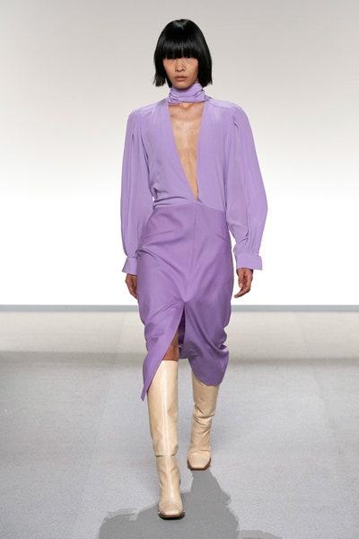 أزياء باللون البنفسجي من جيفينشي Givenchy