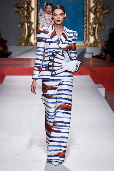أزياء جريئة بالطبعات من موسكينو Moschino