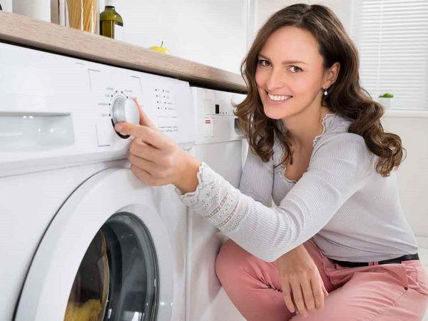11 نصيحة في التدبير المنزلي لتعطير الملابس