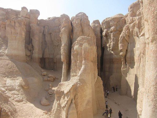 كهوف السعودية أماكن سياحية جديرة بالاستكشاف