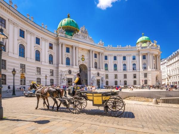 العرب المسافرون إلى فيينا في ديسمبر