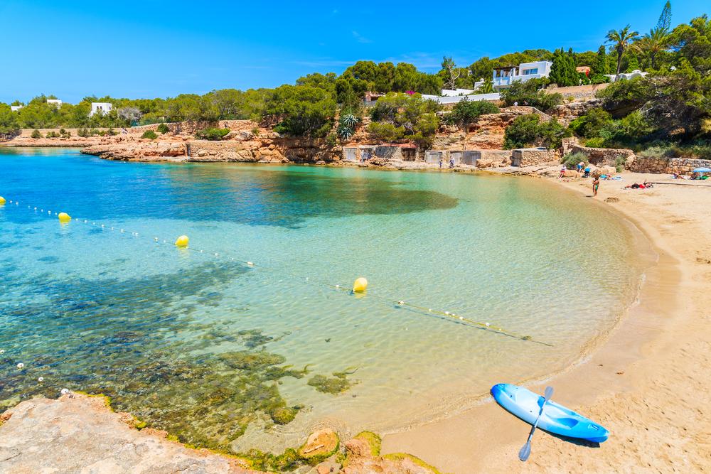 """شواطئ تُقاوم زيارة """"إبيزا"""" الإسبانيّة"""