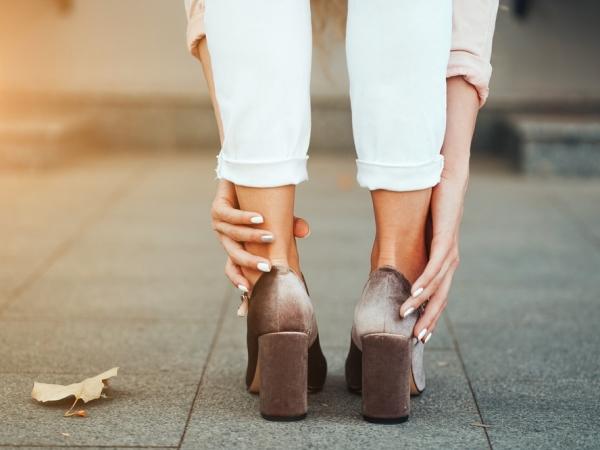 التدبير المنزلي: طرق مجربة لتوسيع الحذاء الضيق