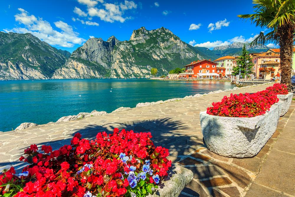 السياحة في أوروبا: صور البحيرات الأجمل