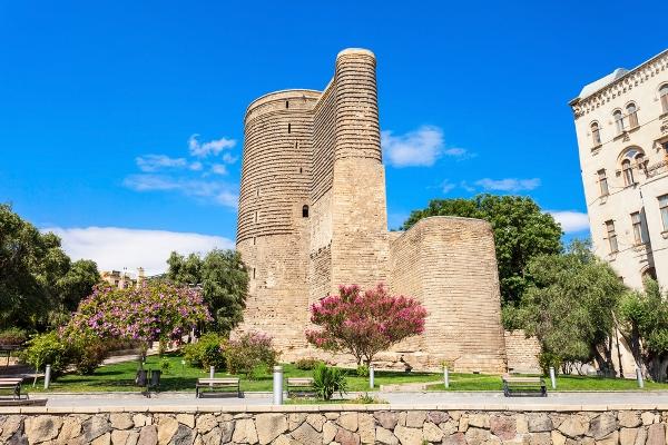 السياحة في باكو القديمة مغرية لتعدُّد أماكن السياحة