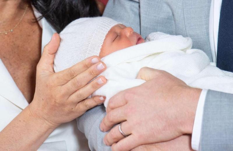 كم يبلغ سعر ملابس طفل الأمير هاري وميغان ماركل؟