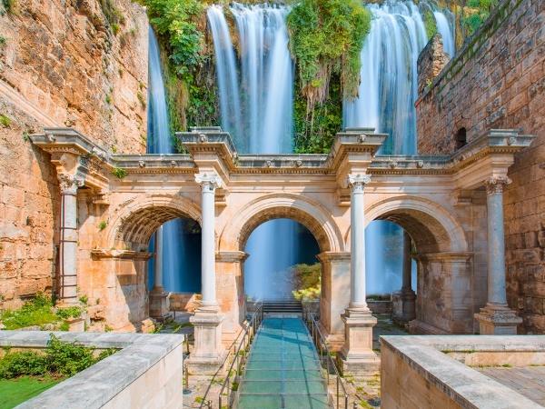 السياحة في تركيا: انطاليا ترضي عشاق الشواطئ وهواة التاريخ