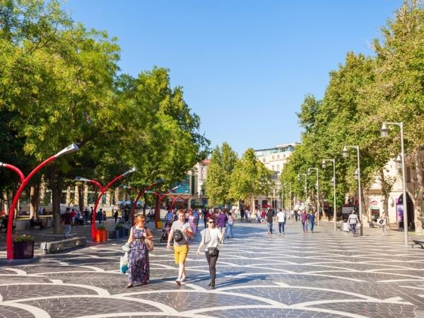 باكو: السياحة في عاصمة اذربيجان، وفي الصورة شارع نيزامي