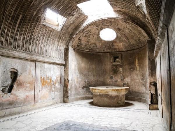 السفر إلى إيطاليا: اماكن سياحية  لهواة الآثار في بومبي