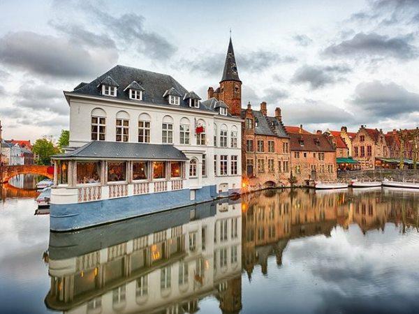 """عناوين السياحة في """"المدينة القديمة"""" بـ""""بروج"""" البلجيكية"""