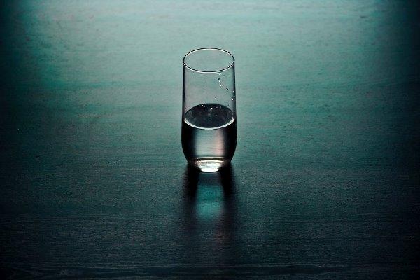 شرب الماء في مقدّمة الوجبة