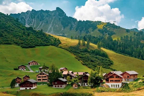 السياحة في دول أوروبا الأصغر مساحة