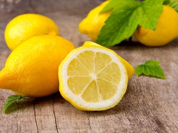 التدبير المنزلي: 10 استخدامات لليمون الحامض