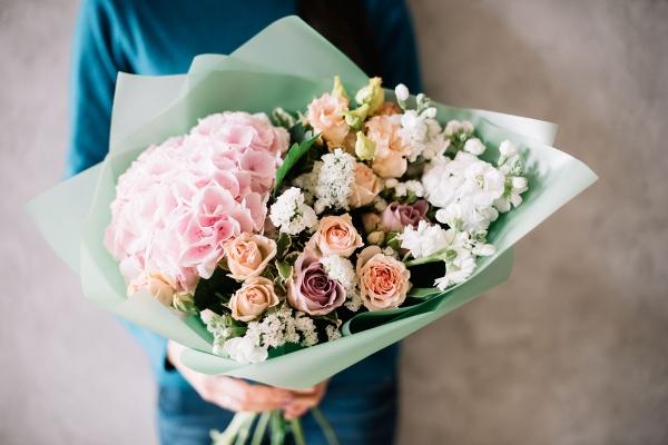 اتيكيت إهداء الورود في المناسبات