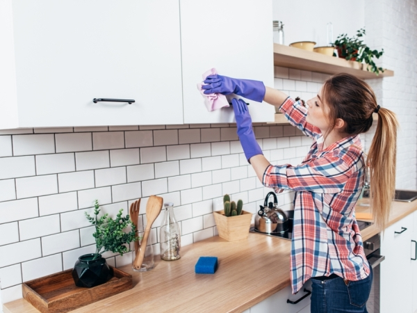 التدبير المنزلي: نصائح تنظيف خزائن المطبخ
