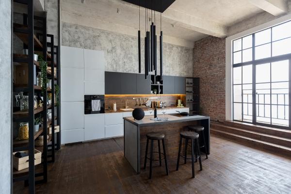 إذا كانت مساحة المطبخ فسيحة، يمكن إدخال مشرب (بار) مترابط مع عناصر هذا الحيِّز
