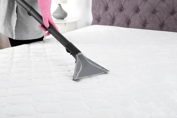 التدبير المنزلي: خطوات تنظيف فرشة النوم