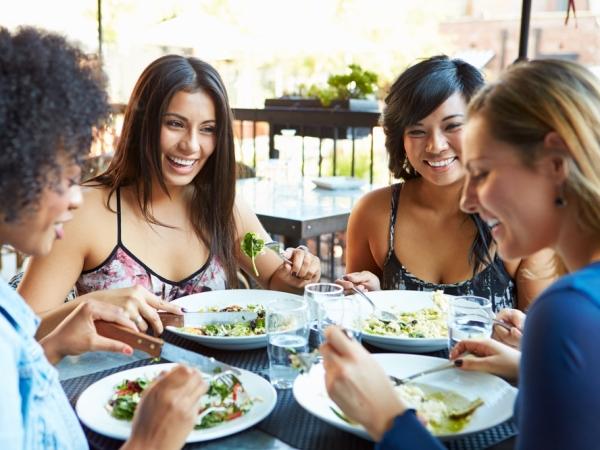 اتيكيت المطعم: التصرف ببقايا الطعام
