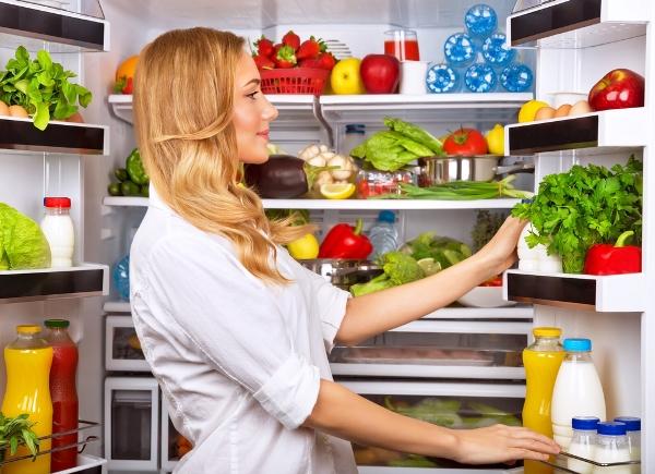 التدبير المنزلي: نصائح لحفظ الطعام في الثلَّاجة بعيدًا من الملوثات