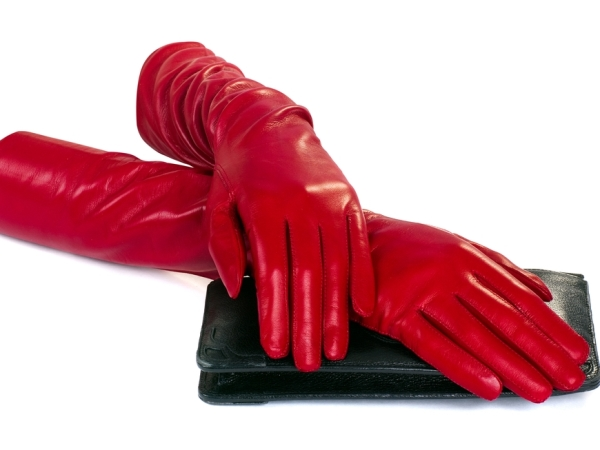 التدبير المنزلي: الخل الأبيض أو البيكينغ صودا في تنظيف قفازات الجلد