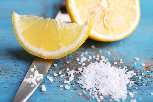 استخدامات ملح الليمون للملابس