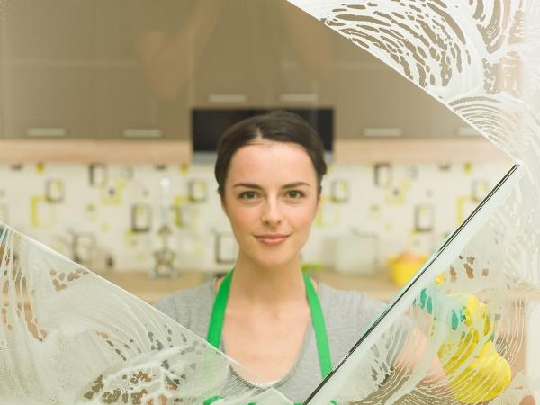 التدبير المنزلي: نصائح لإزالة خدوش الزجاج