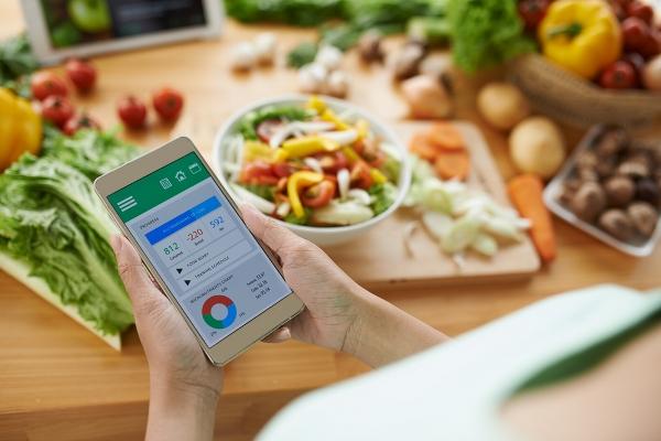 """""""الغذاء والدواء"""" السعودية تفرض إبراز السعرات الحرارية على الوجبات"""
