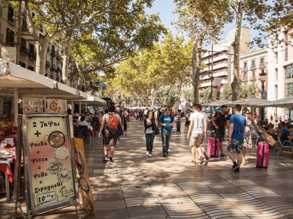 """سياحة التسوق: يوم في شارع """"لا رامبلا"""" ببرشلونة"""