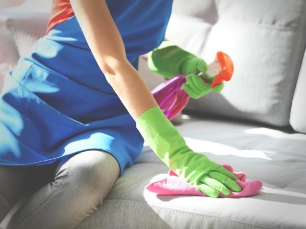 التدبير المنزلي: نصائح لتنظيف أقمشة الصالون