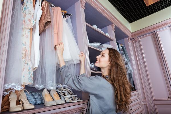 التدبير المنزلي: ترتيب خزانة الملابس خطوة بخطوة