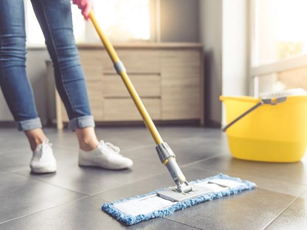 التدبير المنزلي: نصائح مجربة لتعقيم أدوات التنظيف
