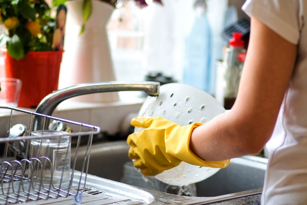 التدبير المنزلي: 8 نصائح للجلي بعد الدعوات المنزلية