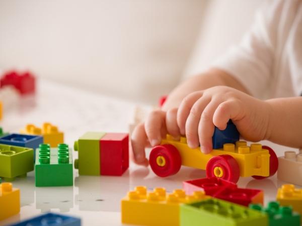خطوات التدبير المنزلي للحفاظ على ألعاب الطفل نظيفة