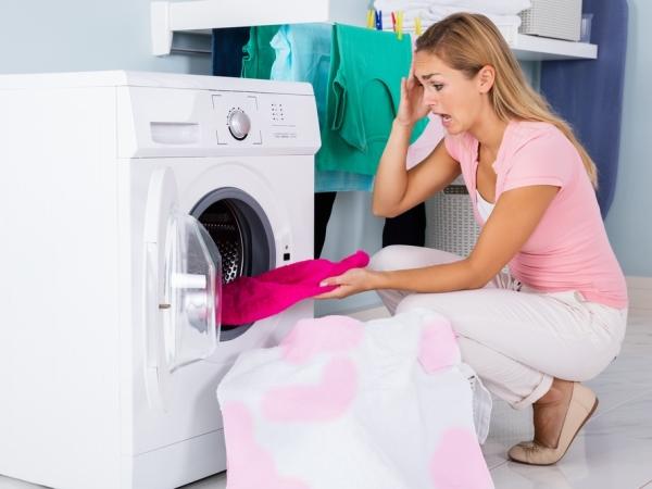 التدبير المنزلي: دليل تنظيف البقع عن الملابس البيض