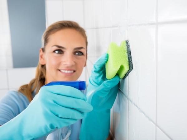 التدبير المنزلي: نصائح تنظيف جدران المطبخ من الدهون