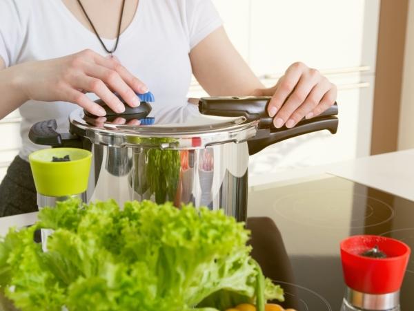 التدبير المنزلي: تنظيف أواني الطهي
