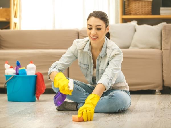التدبير المنزلي: نصائح لترتيب وتنظيف غرفة المعيشة