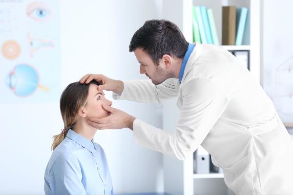 ارتفاع ضغط العين من مضاعفات ميلانوما العين