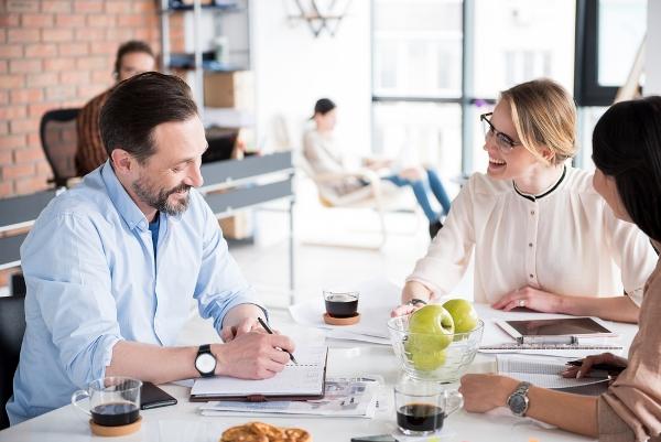 8 أخطاء تجافي الاتيكيت على الموظف تجنبها