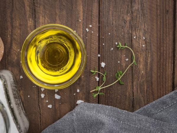 التدبير المنزلي: تنظيف عيون الفرن من الدهون بـ4 مكونات