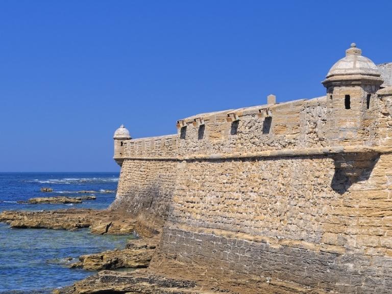 عناوين السياحة والنشاطات الممتعة في قادس بجنوب إسبانيا