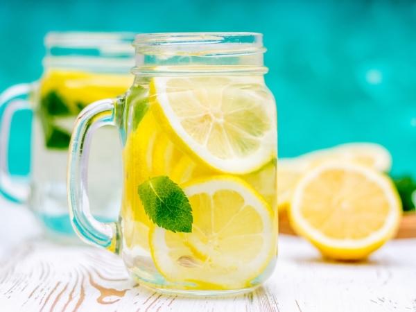 الليمون الحامض والماء في الرجيم اليومي