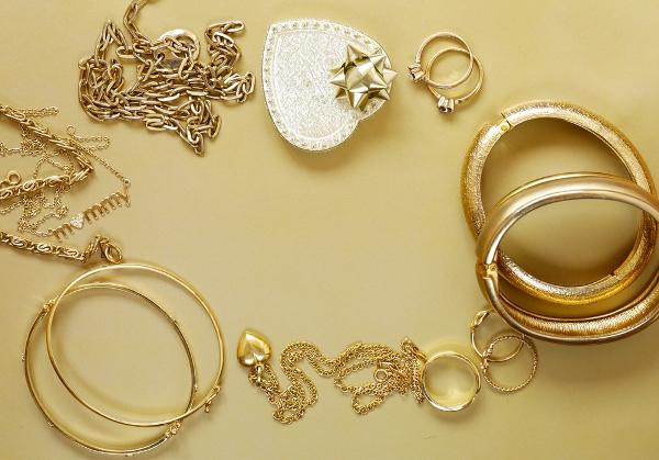 التدبير المنزلي: طريقة تلميع الذهب