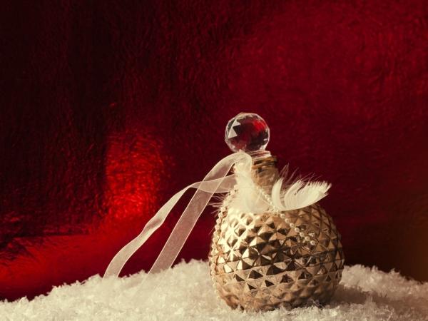 نصائح في التدبير المنزلي للإفادة مجددًا من زجاجات العطور الفارغة