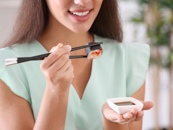 اتيكيت الطعام والشراب: أصول تناول السوشي