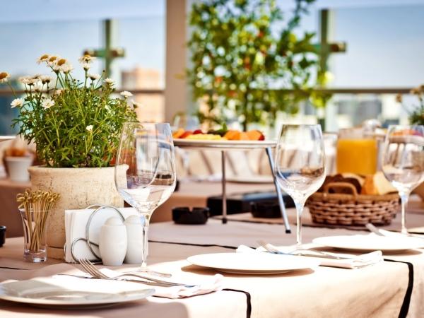 اتيكيت ترتيب طاولة الطعام شبه الرسمية
