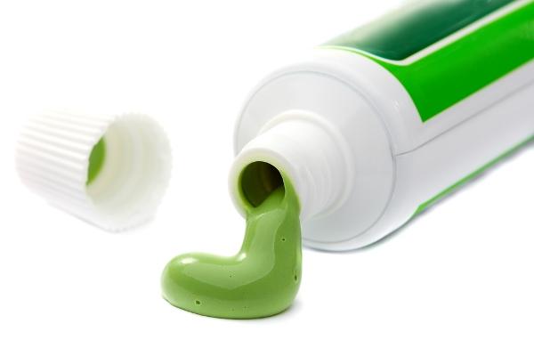 معجون الاسنان... اكتشفي استخداماته الأخرى في المنزل