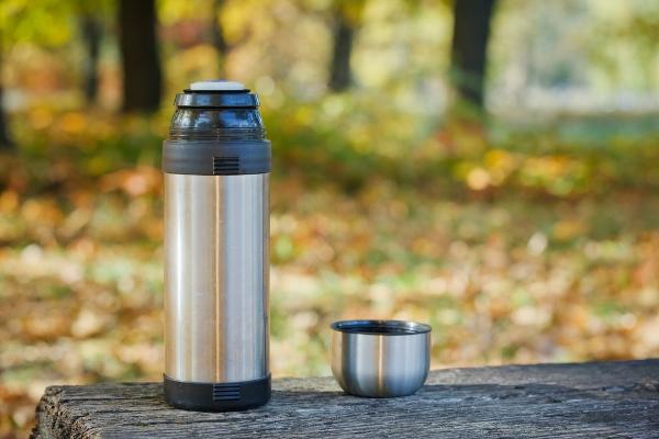 التدبير المنزلي: خطوات تنظيف ترمس القهوة والشاي